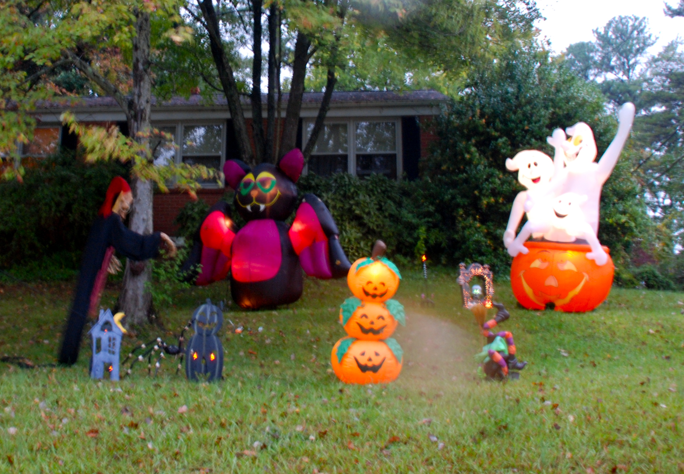 halloween inflatables - Halloween Inflatable Yard Decorations